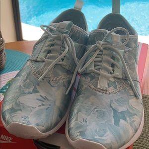 Nike Flo Print